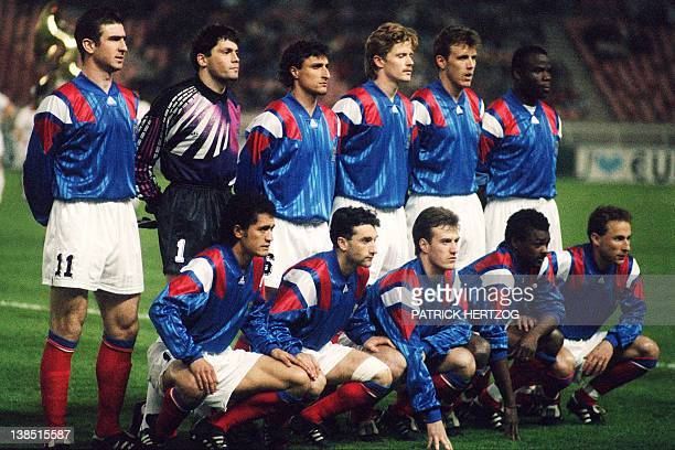 The French national football team pose prior to a friendly match against Belghium at the Parc des Princes stadium in Paris on March 25 1992 FP PHOTO...