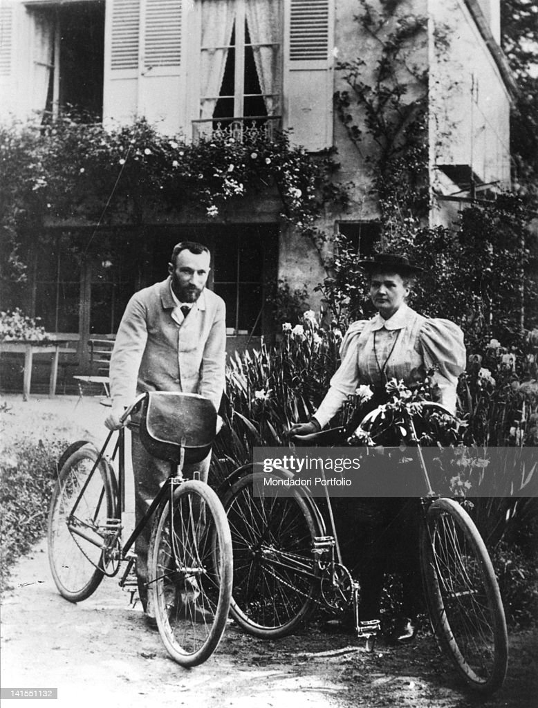Pierre Curie With Marie Curie In Their Garden : News Photo