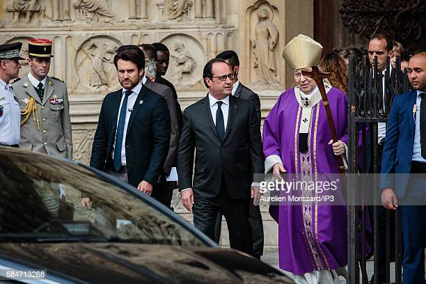 The French President Francois Hollande attends the Mass chaired by Cardinal André Vingt Trois archbishop of Paris at the cathedral Notre Dame de...