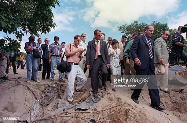 The French President visits the devastated quarter of Primavera.