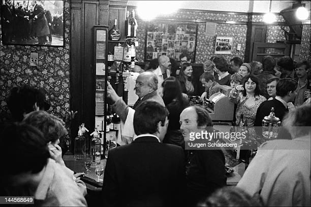 The French Pub in Dean Street Soho London 1975 It was a popular haunt with such notable personalities as Francis Bacon Dylan Thomas Lucian Freud and...