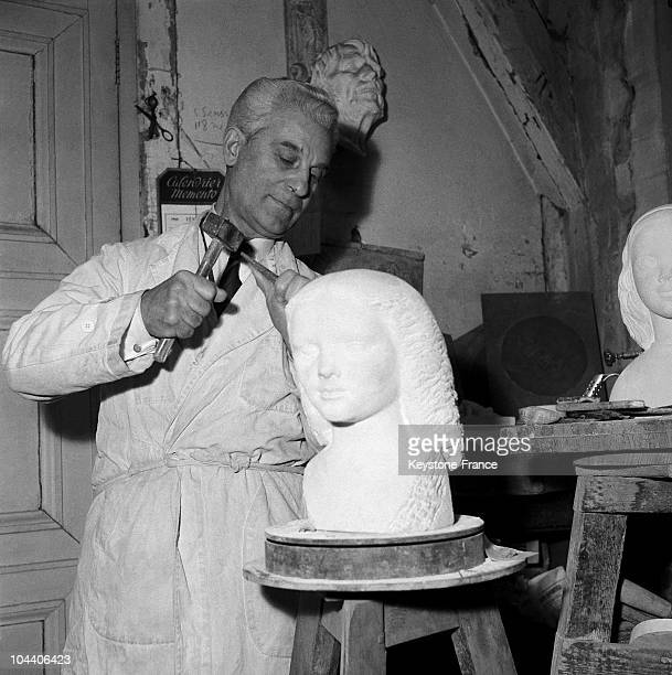 The French sculptor Paul BELMONDO is working in his studio and sculpting a bust A professor at Paris fine arts school he was just elected a member of...