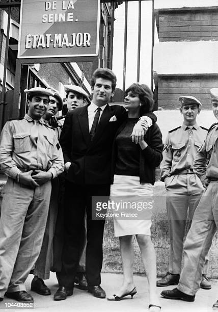 The French singer Eddy MITCHELL in front of Dupleix barracks in Paris. He had just finished his military service and is posing with his wife and some...
