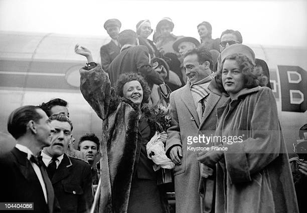 The French singer Edith PIAF getting off the airplane at Orly airport with her friend at the time the boxer Marcel CERDAN and Mathilda NAIL, the...