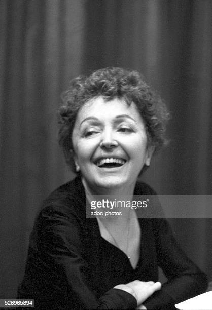 The French singer Edith Piaf in Melun In 1959