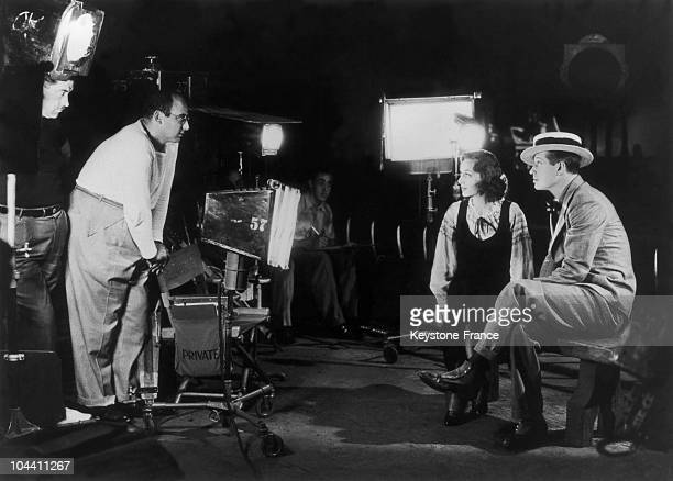 The French singeractor Maurice CHEVALIER American actress Ann DVORAK and American director Norman TAUROG in Los Angeles in 1933 They are shooting the...