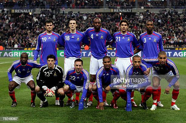 The French team line up for a group photo during the International friendly match between France and Argentina at the Stade de France on February 7...