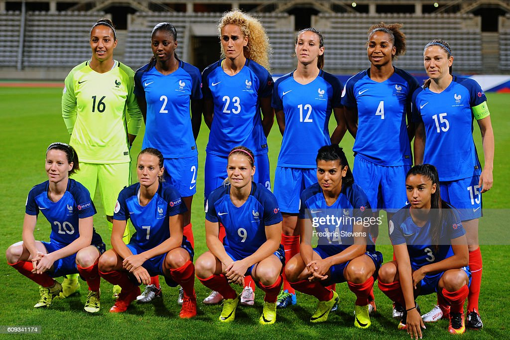 The French team (L-R and standing and squatting) Sarah Bouhaddi (16), Aissatou Tounkara (2), Kheira Hamraoui (23), Clarisse Le Bihan (12), Laura Georges (4), Elise Bussaglia captain (15), Anaig Butel (20), Sandie Toletti (7), Eugenie Le Sommer (9), Kenza Dali (14), Sakina Karchaoui (3) pose before the UEFA Women's Euro 2017 qualifying match between France and Albania at Stade Charlety on September 20, 2016 in Paris, France.