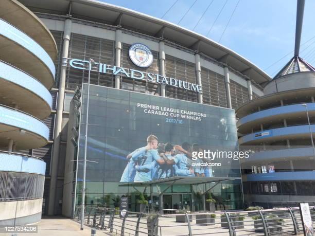 la entrada principal del estadio manchester city (etihad) - city of manchester stadium fotografías e imágenes de stock