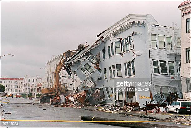 The front of an apartment building in the Marina District in San Francisco is ripped off 21 October 1989 October 1989 after a quake erupted 17...