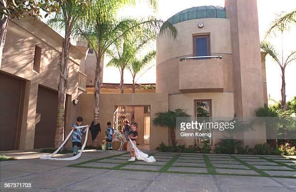 The front of the home of Jeffrey and Heidi Berkleywith itÕs ÒModern MoorishÓ architecture Newport Beach ReporterEpstein