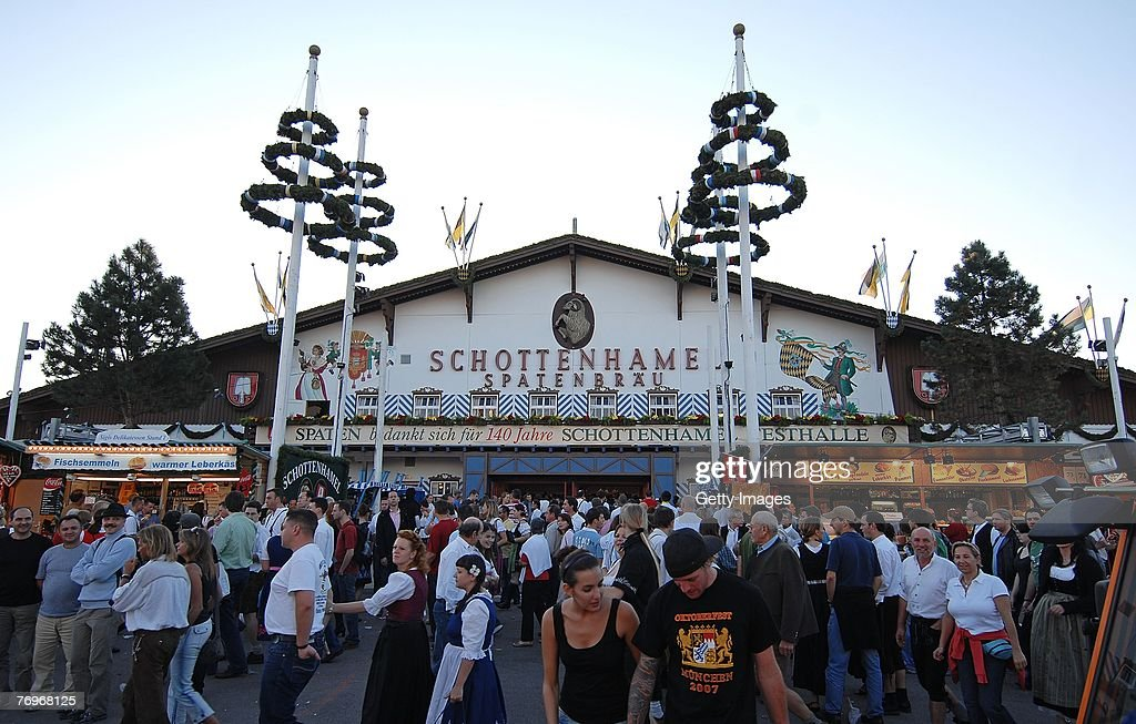 Grand Entry of the Oktoberfest Landlords and Breweries : News Photo