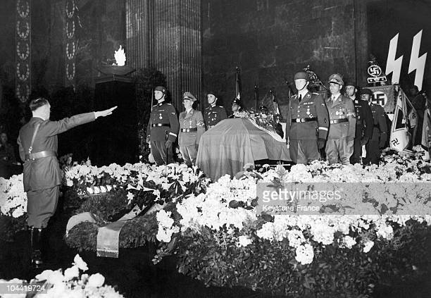 The Fuhrer Adolf Hitler Saluting The Tomb Of The Ss-Obergruppen Reinhard Heydrich, Assassinated A Few Days Earlier In Prague On June 9, 1942.