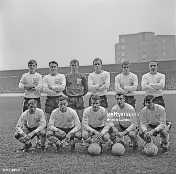The Fulham FC football team, UK, November 1966. From left to right Allan Clarke, Bobby Robson, Jack McClelland, John Dempsey, Fred Callaghan, George...