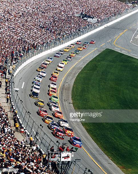 The full field comes down for the green flag to begin the 2000 version of the Daytona 500 In the end Dale Jarrett claimed his third victory in the...