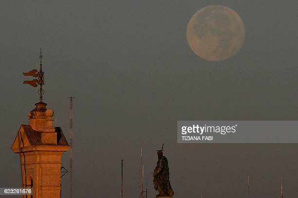 The full moon sets early on November 15 2016 in Rome This 'Extra Supermoon' appears 14% bigger and 30% brighter than usual and this is the closest...