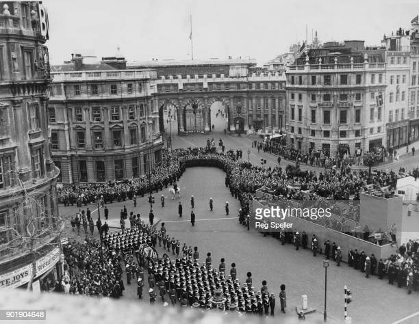 The funeral cortege of former British Prime Minister Winston Churchill turns from Whitehall onto the Strand in front of Admiralty Arch London 30th...