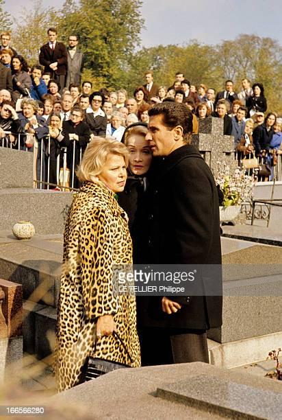 The Funeral Of Edith Piaf En France à Paris le 14 octobre 1963 lors des obsèques d'Edith PIAF chanteuse la foule venue rendre hommage une femme non...