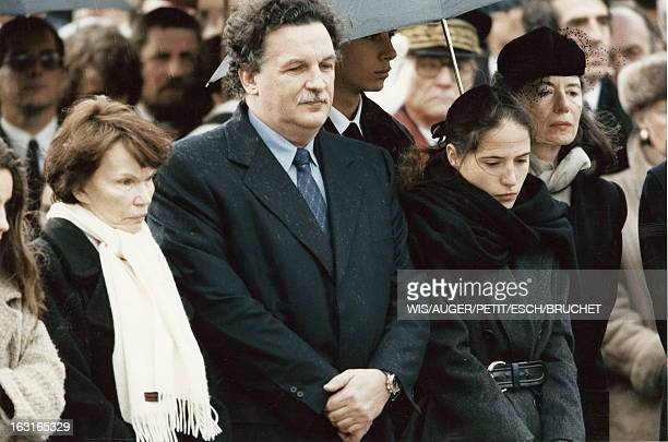 The Funeral Of Francois Mitterrand In Jarnac Les obèques de François MITTERRAND au cimetière de JARNAC de droite à gauche Danielle MITTERRAND son...