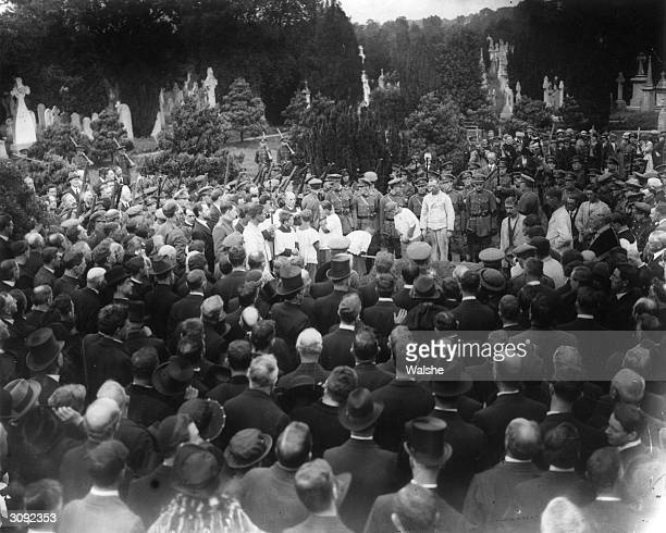 The funeral of Irish journalist, founder of Sinn Fein and chief negotiator of the Irish Treaty Delegation, Arthur Griffith .