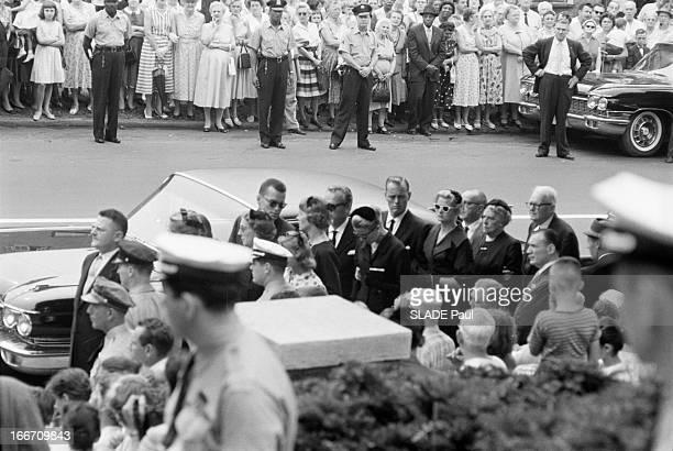 The Funeral Of John B Kelly Father Of Grace Kelly Aux EtatsUnis à Philadelphie en juin 1960 Grace KELLY princesse de Monaco et son mari le prince...