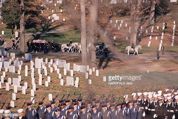 The Funeral Of John Fitzgerald Kennedy. Washington -23 novembre 1963- Les obsèques du président John Fitzgerald KENNEDY: venu de la cathédrale...