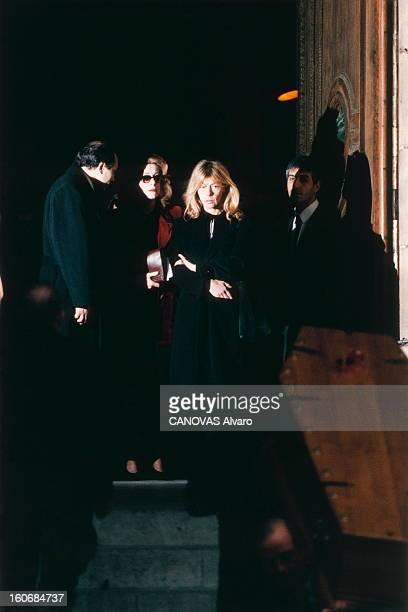 The Funeral Of Marcello Mastroianni Les obsèques de Marcello MASTROIANNI l'hommage en l'église SaintSulpice à PARIS Catherine DENEUVE et Barbara...