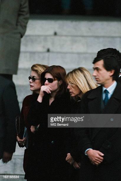 The Funeral Of Marcello Mastroianni Les obsèques de Marcello MASTROIANNI l'hommage en l'église SaintSulpice à PARIS plan de troisquarts de Catherine...