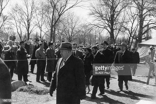 The Funeral Of Mike Todd Les obsèques de Mike TODD mort dans un accident d'avion le 22 mars 1958 et inhumé au cimetière juif de CHICAGO son épouse...