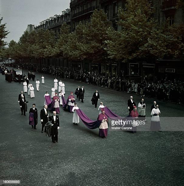 The Funeral Of The Archbishop Of Paris Emmanuel Suhard Paris juin 1949 Lors des obsèques de l'archevêque de Paris Emmanuel SUHARD défilé d'évêques...