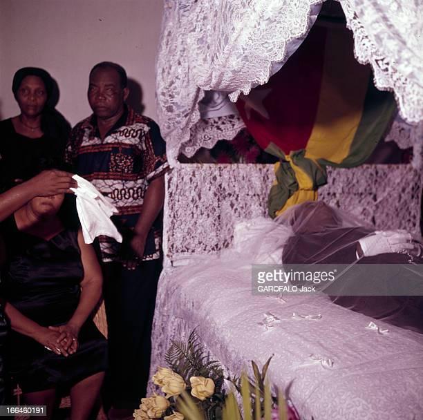 The Funeral Of Togo President Sylvanus Olympio Agoué janvier 1963 Lors des obsèques du président togolais Sylvanus OLYMPIO un groupe de personnes non...