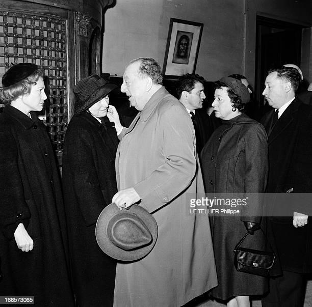 The Funeral Of Yves Mirande Paris 20 mars 1957 Dans une église à l'occasion des obsèques du réalisateur et scénariste Yves MIRANDE l'acteur Lucien...