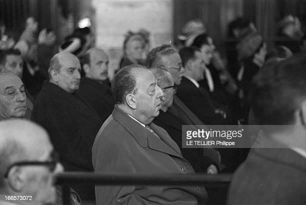 The Funeral Of Yves Mirande Paris 20 mars 1957 Dans une église l'acteur Lucien BAROUX au centre assistant à la cérémonie funéraire lors des obsèques...