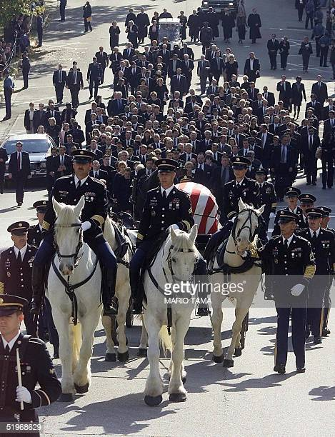 The funeral procession for Missouri Governor Mel Carnahan heads from the Governor's mansion to the state capitol in Jefferson City Missouri 20...