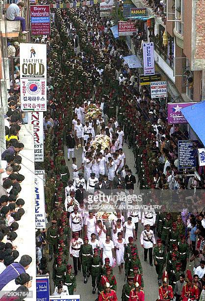 The funeral procession of the Royal family of Nepal winds through the streets of Kathmandu 02 June 2001 King Birendra Queen Aishwarya along with...