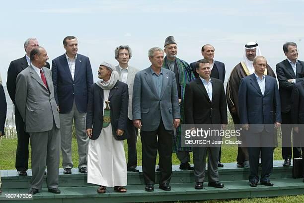 The G8 Summit In Sea Island Photo de famille après le déjeuner de travail portant sur le Grand MoyenOrient avec Jacques CHIRAC George BUSH Junior...