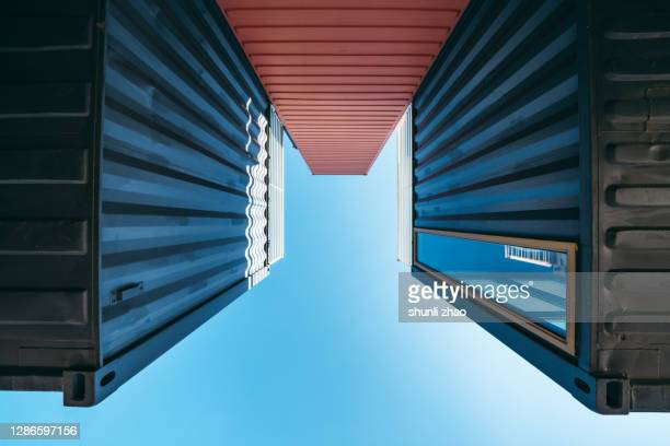 the gap between the containers from directly below - between stock pictures, royalty-free photos & images