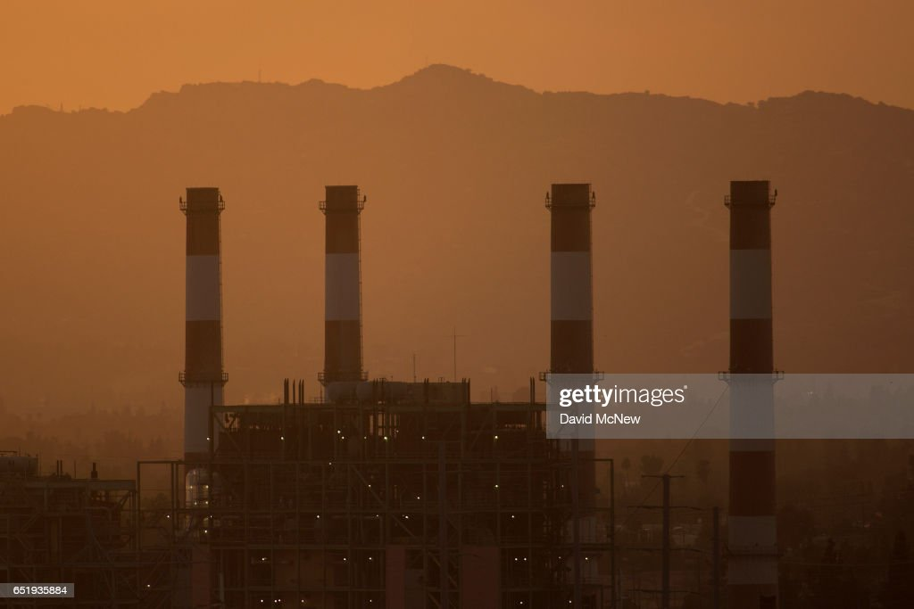 NOAA Report Shows Carbon Dioxide Levels In Atmosphere Reached Record High Last Year : News Photo