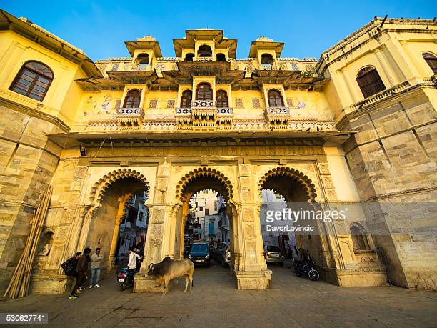 the gate to udaipur - ghat stock pictures, royalty-free photos & images