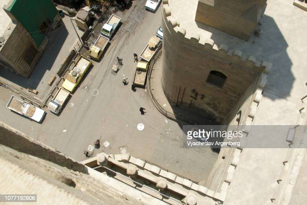 the gates of cairo, gates to the city walls of medieval islamic cairo, egypt - argenberg stock-fotos und bilder