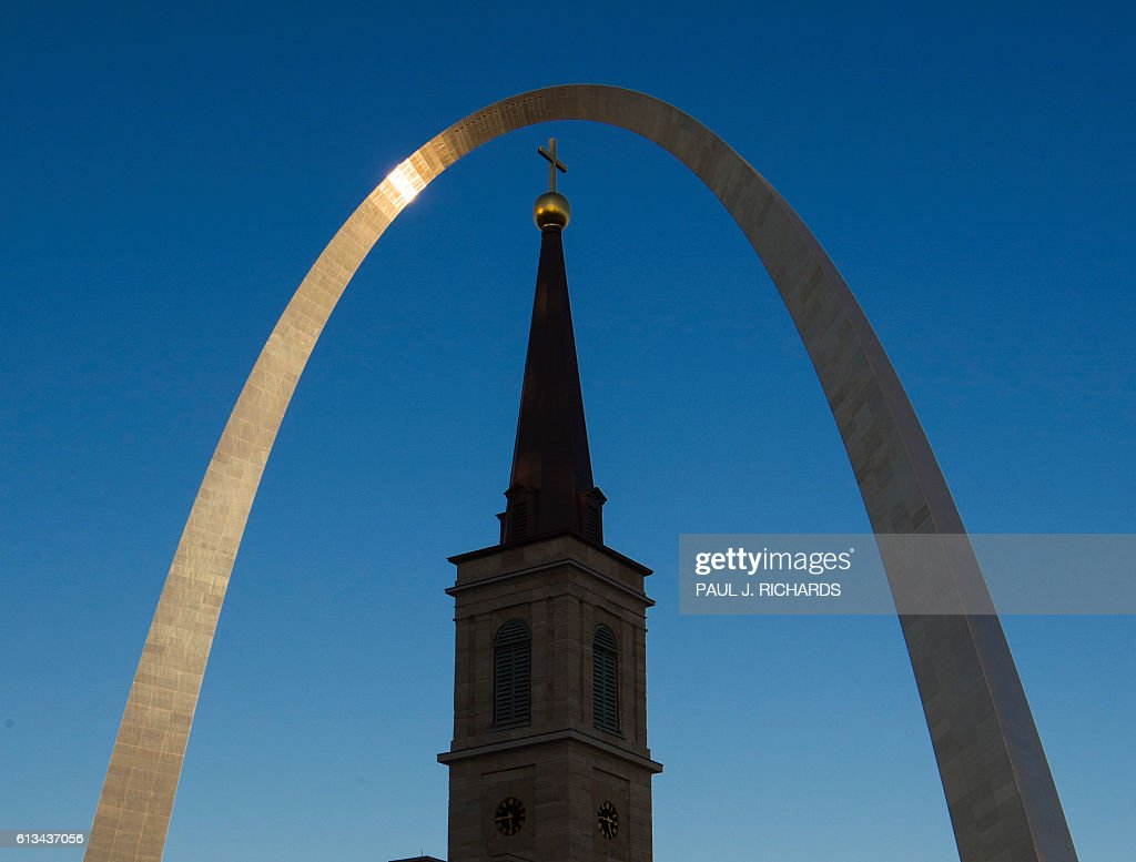 The Gateway Arch is seen over the Old Cathdral the Basilica in Saint Louis, Missouri on October 8, 2016. US Presidential Republican nominee Donald Trump and Democrat nominee Hillary Clinton will debate for the second time on October 9, 2016 at nearby Washington University. / AFP / PAUL