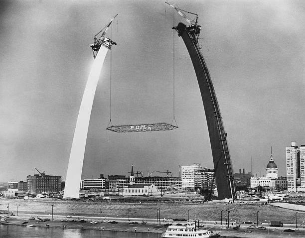 MO: 28th October 1965: St Louis Arch Is Completed