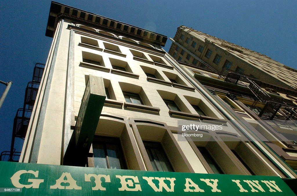 The Gateway Inn sits in the Tenderloin neighborhood of San F : News Photo