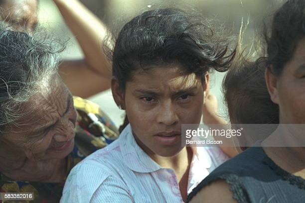 The gaze of a young mother in a food aid distribu tion queue