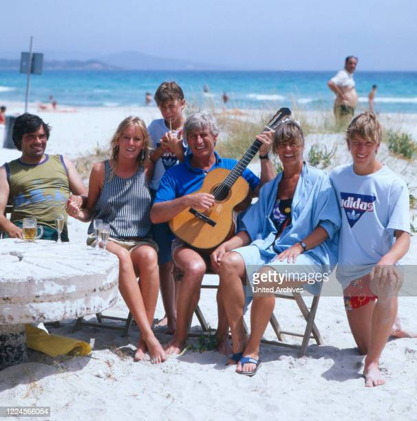 The german actor Siegfried Rauch with his family and his collegue the german actress Maria Furtwängler at the beach,probably Mediterranean Sea 1980.