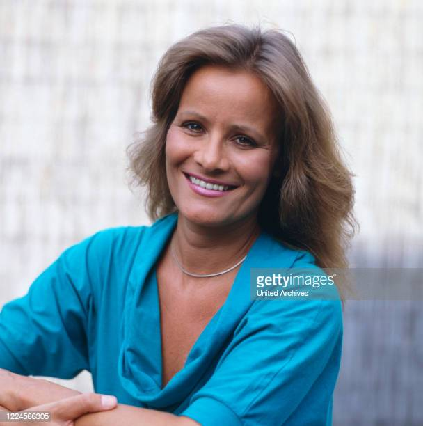 The german actress Claudia Rieschel is posing for a picture, Germany, 1990.