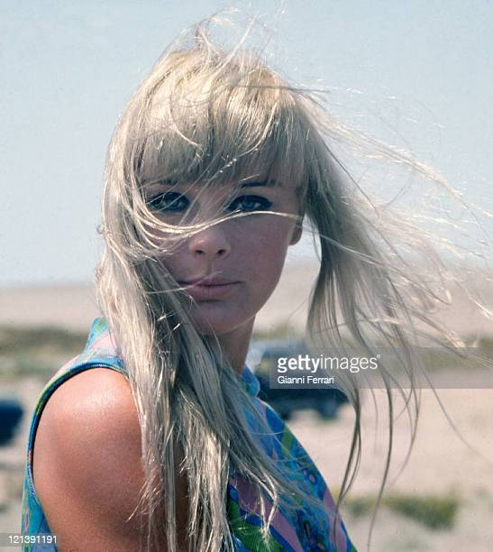 The german actress Elke Sommer during a break from filming'Las Vegas, 500 millones', dirercted by Antonio Isasi-Isasmendi Almeria, Spain.