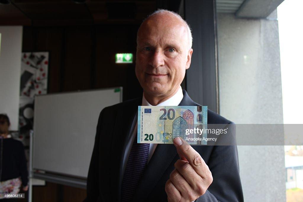 Bundesbank displays 20 Euro banknote : News Photo