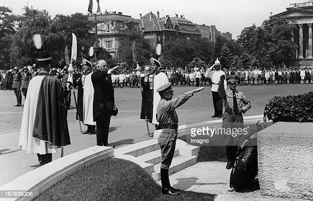 The German foreign minister Konstantin von Neurath at a wreath ceremony in Budapest. 1937. Photograph. Der deutsche Außenminister Konstantin von...
