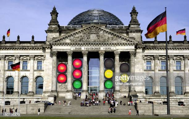 The German Reichstag Our picture shows traffic lights at the Reichstag with all kinds of party colours of coalitions [M]